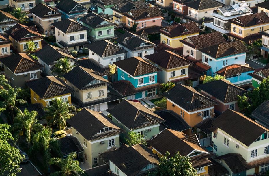 Quartier maisons colorées vues de haut
